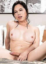 Ladyboy Mimi Blowjob by Japanese Girl
