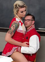 TS babe Aubrey Kate bribes her tutor with her fat cock